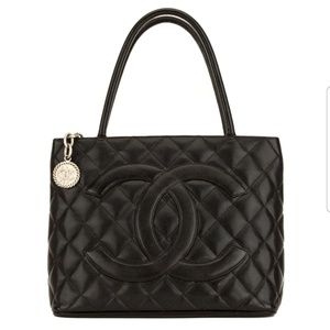 Chanel Caviar Medallion